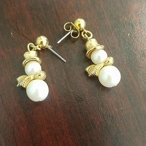 Vtg Avon 1994 PEARLY SNOWMAN post earrings